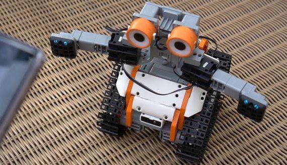 robot da costruire jimu tankBot